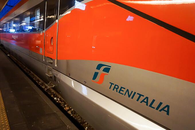 トリノ・ポルタ・ヌオーバ駅(イタリア国鉄ETR1000型)
